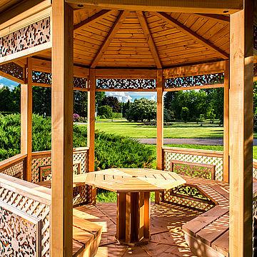 Догляд та захист дерев'яних альтанок