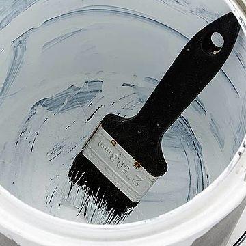 Що робити з залишками лаків і емалей після ремонту?